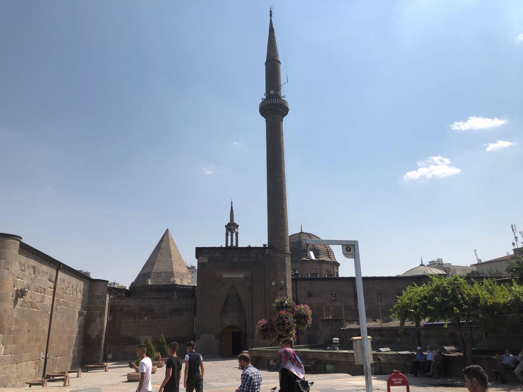 Hunat Cami ve Kulliyesi