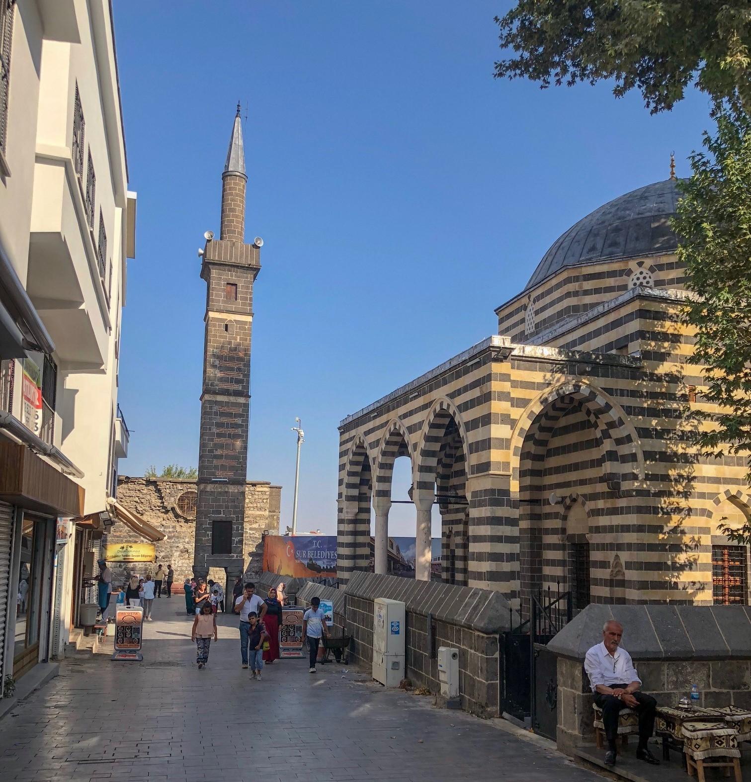 Dört Ayaklı Minare ve Şeyh Mutahhar Cami