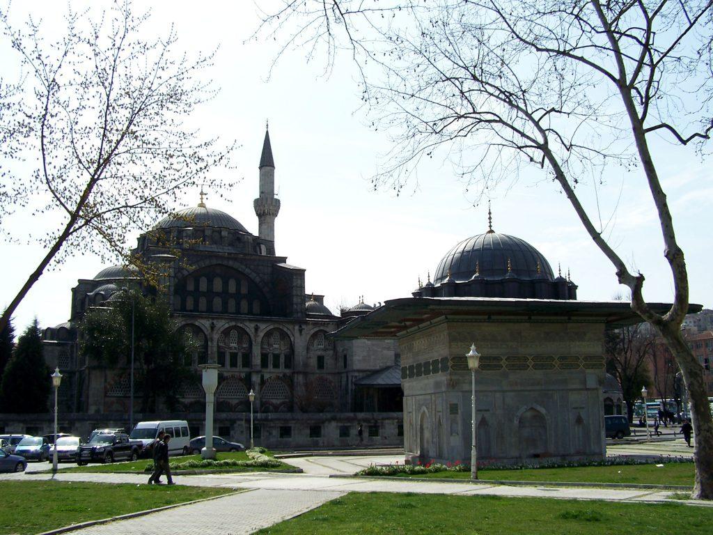 Kılıç Ali Paşa Camii ve Külliyesi